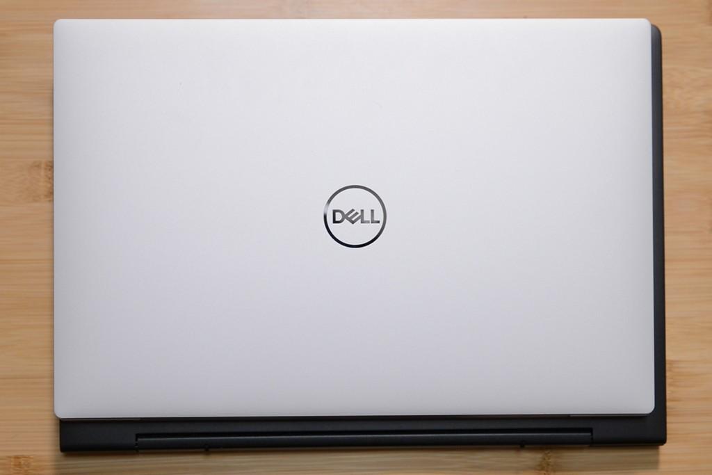 Dell Inspiron 13 と Dell XPS 13 の大きさを比較